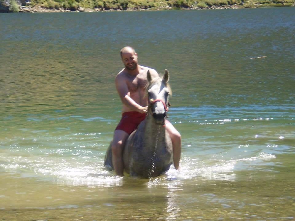 Caye y Bruma saliendo del lago en una de nuestras rutas