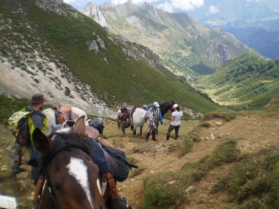 subiendo por el valle con los caballos